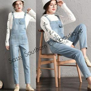 🆕⭐ Light rinse blue jean overalls